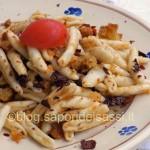 Cavatelli peperoni cruschi e mollica fritta